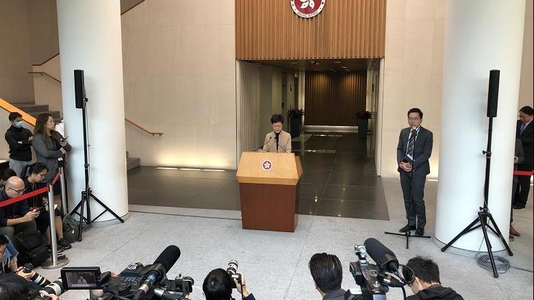 香港特首:非常希望和平解决香港理工大学暴力事件
