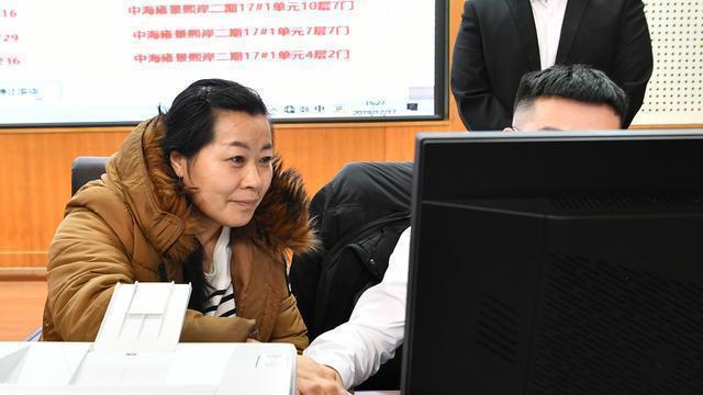 哈尔滨南岗区完成保障性住房摇号 5585户登记 2208户中号