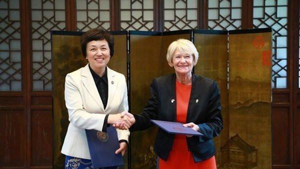 曼彻斯特大学与清华大学签订合成与系统生物学双博士学位项目协议