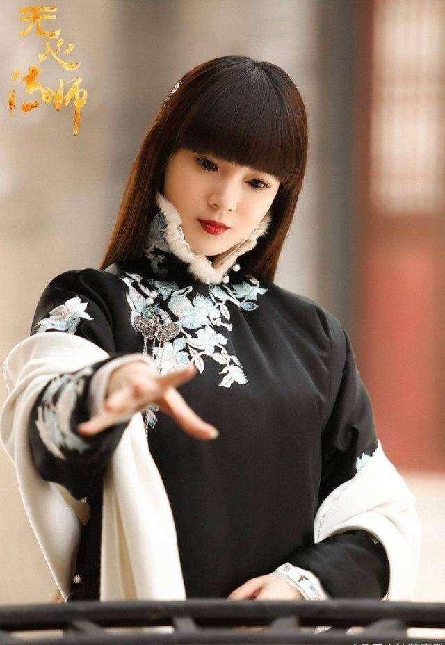 长发齐刘海的她可爱得像洋娃娃,短发的她颜值丝毫不输