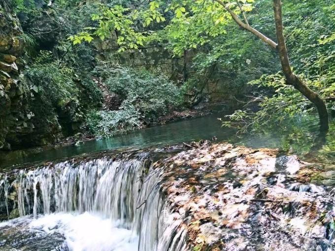 天子山景区位于河北省承德市兴隆县县城东南20公里处的挂兰峪镇二甸