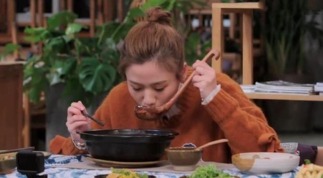 回民节目请密子君看着,15盘云南菜做客就美食哪在西安美食街美味图片