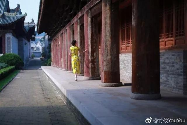 美女模特穿戏装,旗袍亮相陕西韩城古建筑内 颇有穿越感