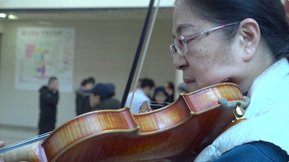 医院大厅的钢琴声引众人聆听 患者提出点曲时竟让演奏者落泪