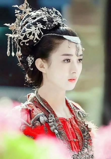 一直以为唐嫣穿古装是最美的,直到看到赵丽颖!
