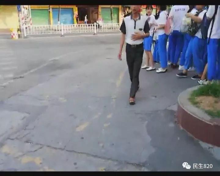 女生校门口频频遭遇咸猪手55岁a女生男落网的双休女生v女生图片
