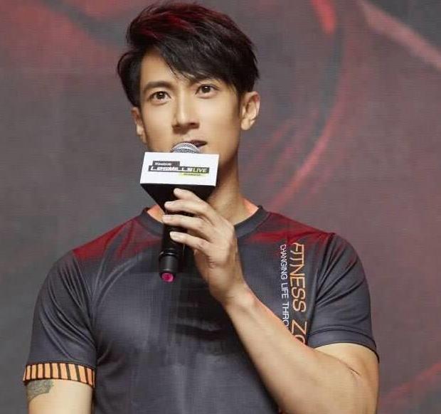 分享吴尊以健身房老板身份亮相大秀肌肉!绝对是名副其实的健身达人!