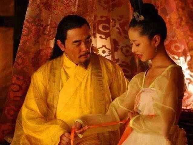 好色妻就去吻_朱温还是一个极为好色的人,有一次作为皇帝的朱温去臣子张全义家,竟