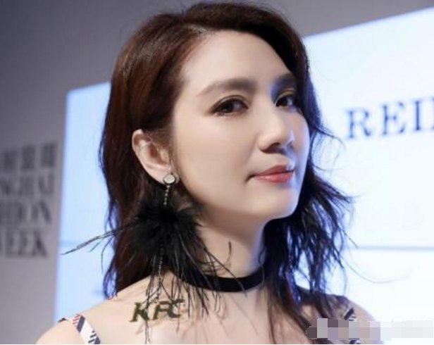 46岁的洪欣换个发型就惊艳了众人,张丹峰怎么会舍弃她图片