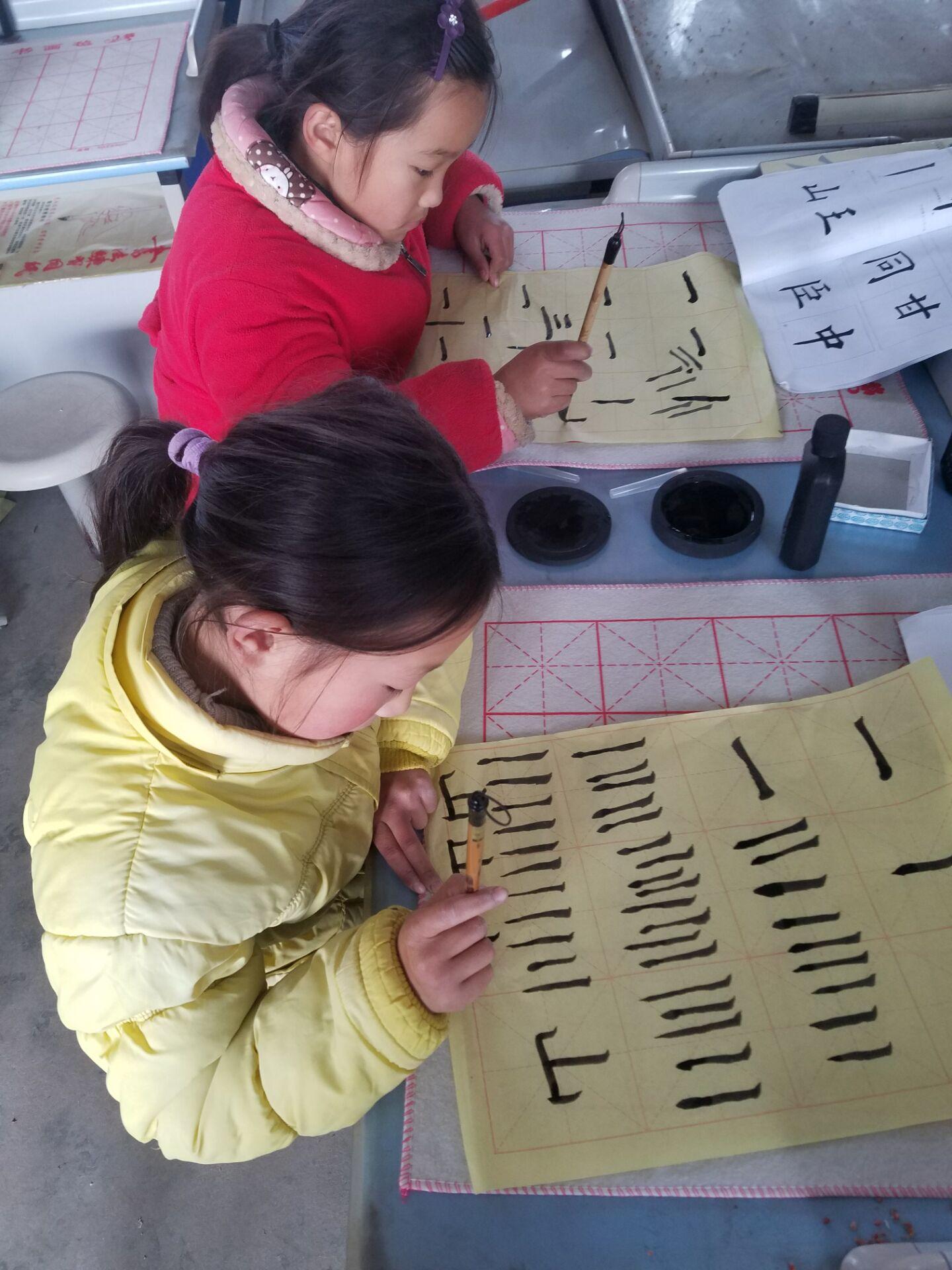 凌城学生书法小学特色教育显成效小学三好分校自我介绍图片