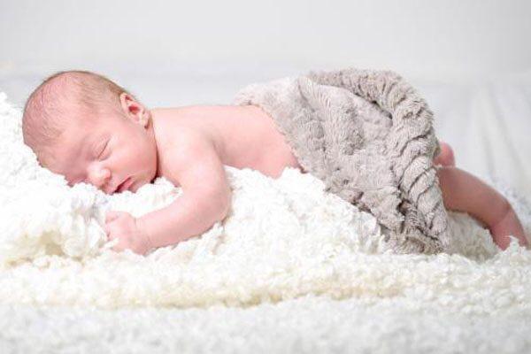 """宝宝的便便是千""""便""""万化,宝宝的睡姿也是千奇百怪,大字型,投降式已经"""