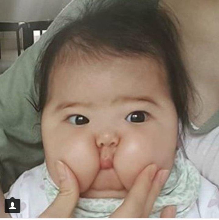 """在著名社交网站instagram上开辟了名为""""亚洲可爱小宝宝""""(tiny gentle"""