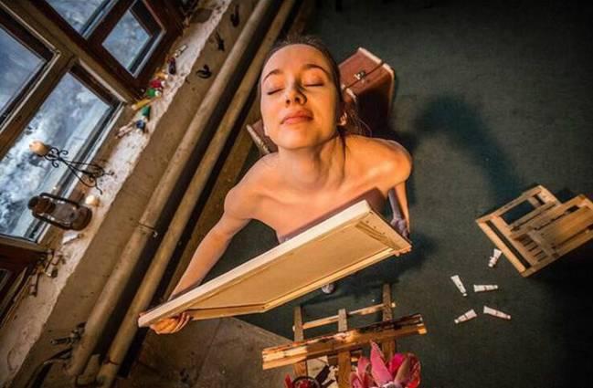 私处的艺术_国外艺术家太重口:经血胸部私处都能用来创作