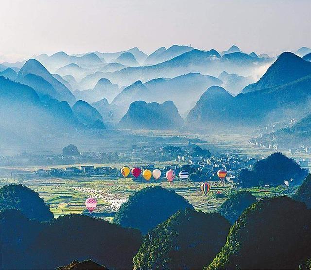 黔西县交界处,是国家aaaaa级景区,贵州省十佳旅游景区.