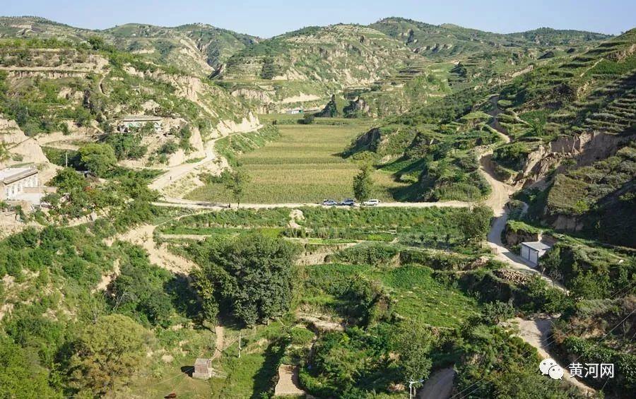 淤地坝,是指在黄土高原丘陵沟壑区的各级沟道中,以拦截泥沙洪水,淤地