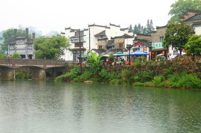 【交通方式】:在景德镇的里村短途汽车站乘坐到瑶里古镇的班车,每天