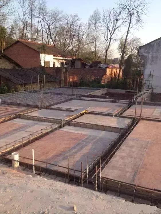 以前的房子结构不好,也不结实,这次新建的就要保证结实一些.