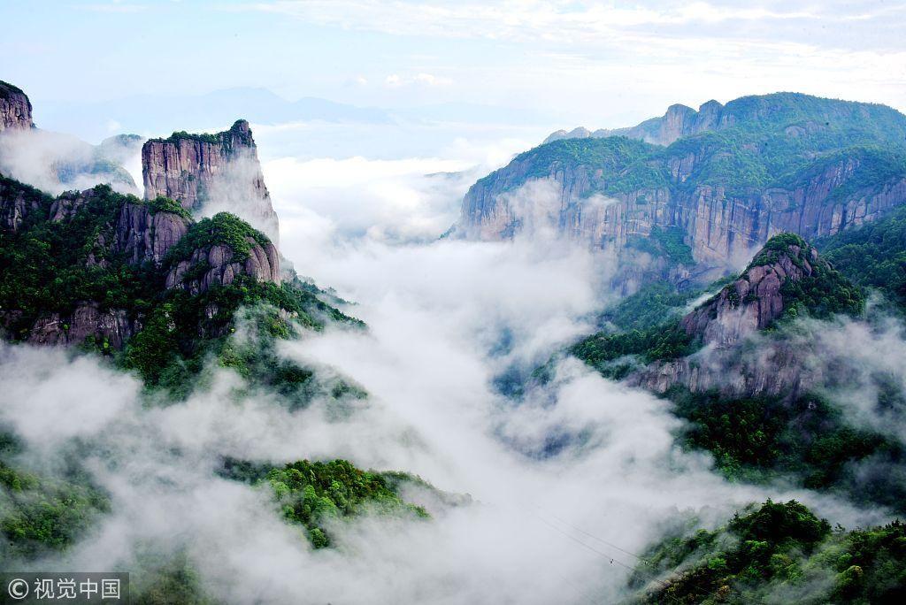 浙江台州:雨后神仙居景区云雾缭绕如仙境