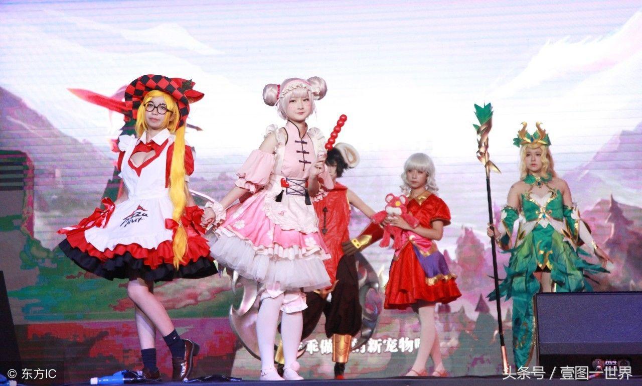 南京江苏:动漫荣耀美女王者真人秀,吸引众多市脚美女的丑图片