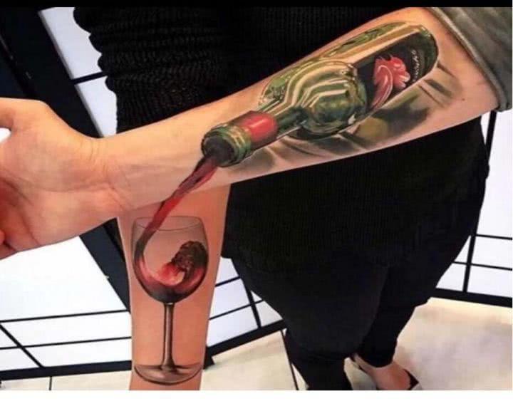 左手和右手纹身的神配合图片