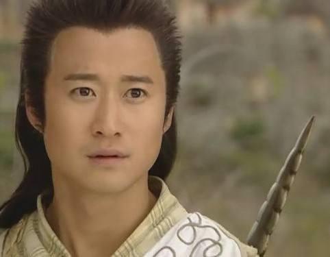 小编妹妹以前超喜欢吴京,觉得他气质非常独特,生就一副斯文娃娃脸,却