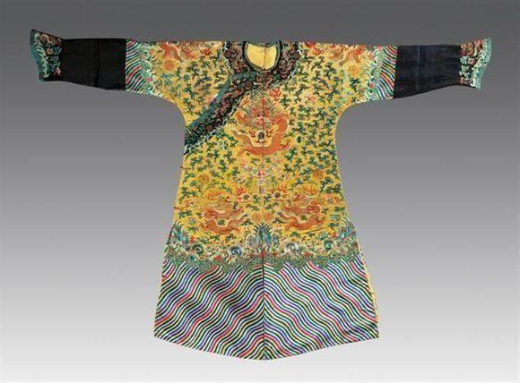 清朝皇帝穿这样的衣服,样式不同,跟电视剧差别大图片