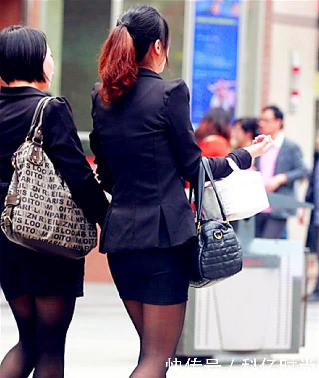 欧美黑丝制服_街拍美女:清纯可爱的黑丝制服小姐姐!