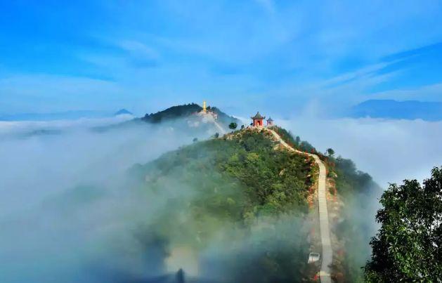 九华山风景区 免费开放时间:12月7日-13日 攀爬上九华山顶峰,只见