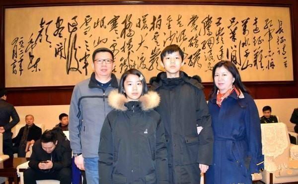 刘思齐儿女携孩子纪念主席诞辰125周年照片,张玉凤
