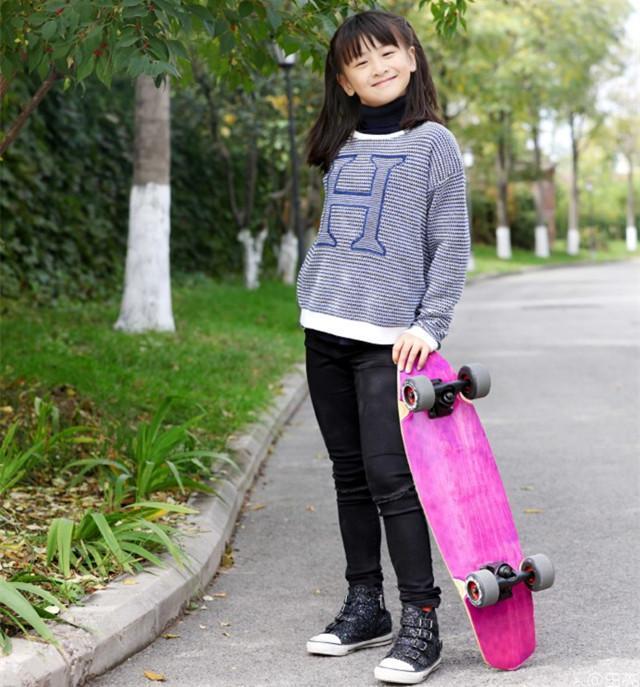 少妇姐姐免费播改fj_好久不见的田雨橙开始玩滑板了,玩的比韩国姐姐漂亮多