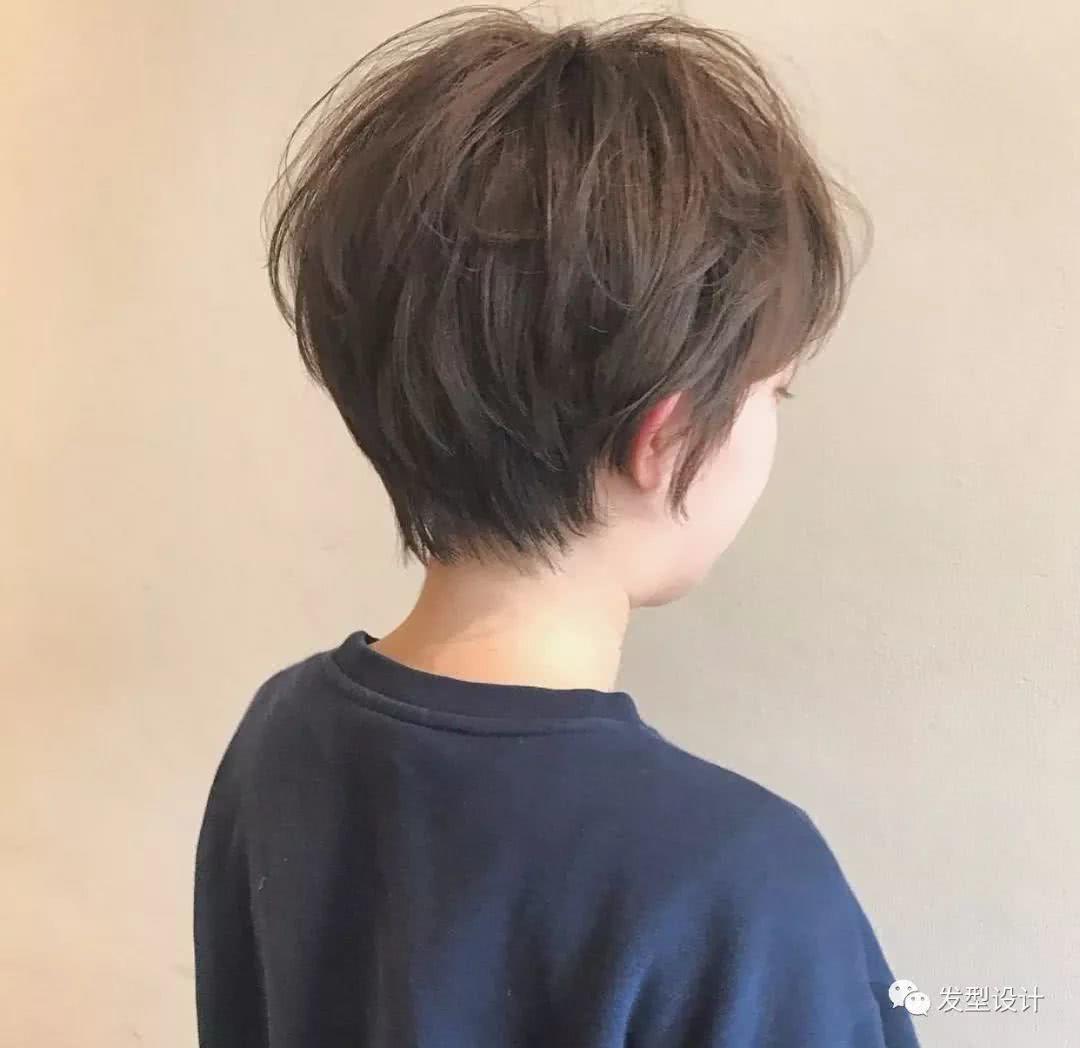 短发纹理烫发 中短发一直备受女生们的喜爱,这与它拥有的好看又好