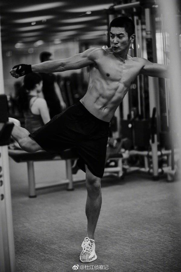杜江为《红海行动》狂健身 21天练出八块腹肌荷尔蒙爆棚!
