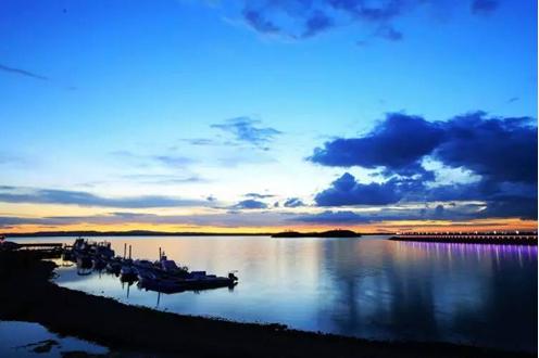 乌海湖 内蒙古乌海市 沙中之湖 城中之湖 拦截黄河水蓄水而形成 真乃