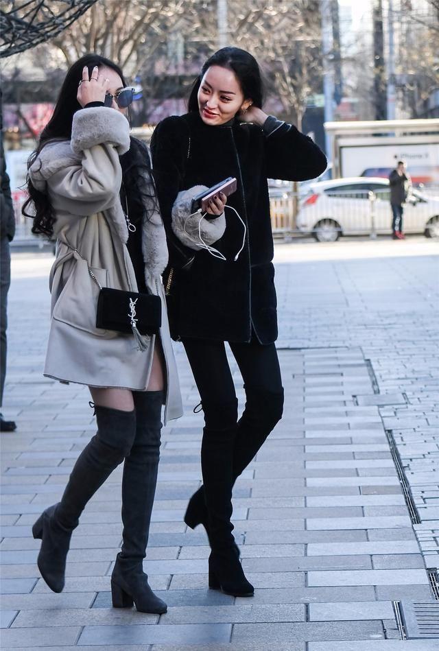 街拍:冬季穿搭过膝靴的美女风姿!我qq美女干在问嘛图片