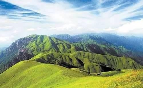 整个武功山风景区分为金顶观光休闲区,羊狮幕观光游览区,九龙山宗教