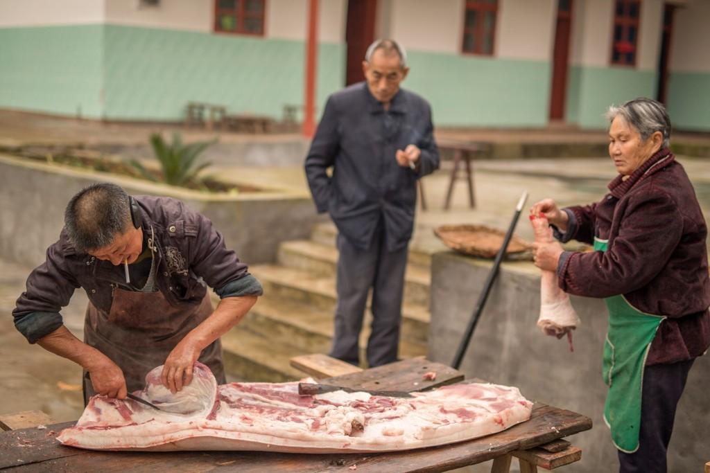 杀年猪,去农村吃顿杀猪菜