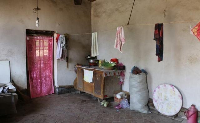 晒晒农村婆家的自建房,上下两层,客厅有点吓人,保证你