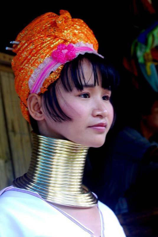 最长的脖颈,是个少数民族女孩,这是她们名族的风俗,从小就要带环子