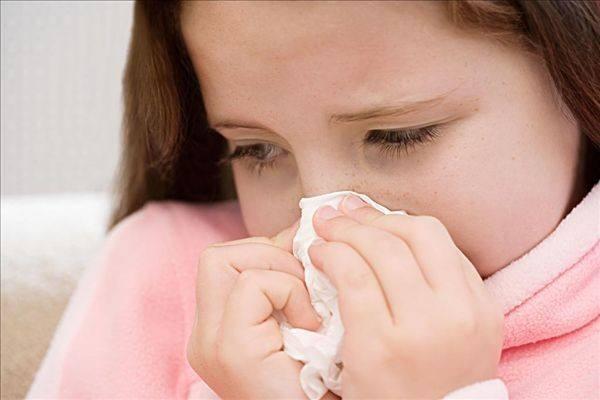 宝宝流鼻涕护理办法1热敷迎香穴 当宝宝鼻塞流鼻涕时,妈咪能够用洁净
