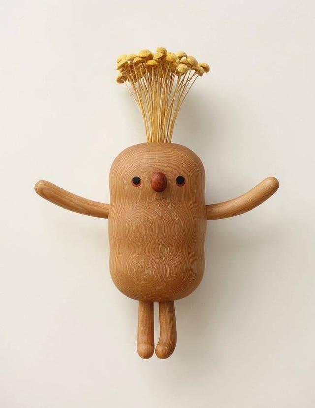 艺术家:阎瑞麟 来自:台湾 相信看到这一系列呆萌可爱的木头小人儿,你