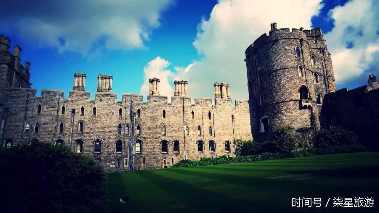 阿尼克城堡位于英格兰东北部的诺森伯兰郡,最早修建于1096年.