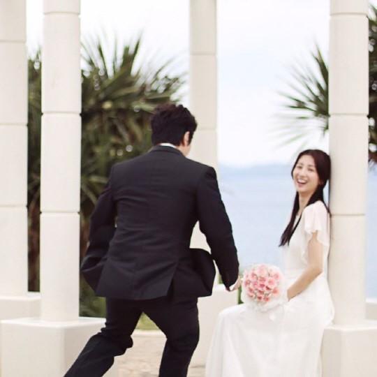 柳秀荣朴河宣婚纱照居然是自拍【组图
