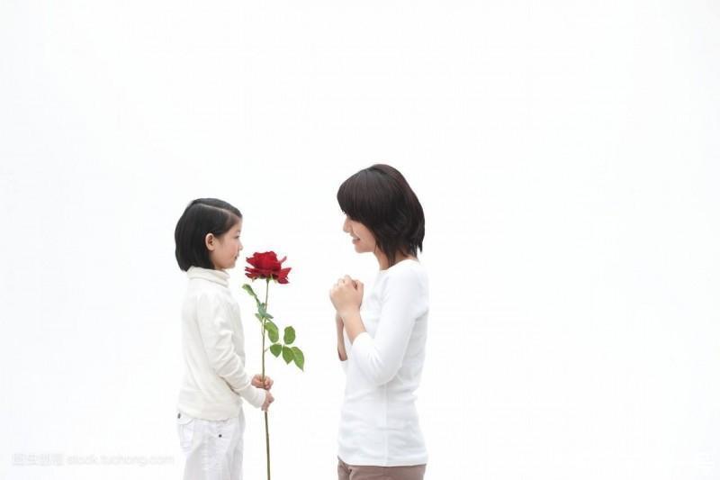 最后,在母亲节来临之际,给大家分享一首李荣浩的歌曲《爸爸妈妈》