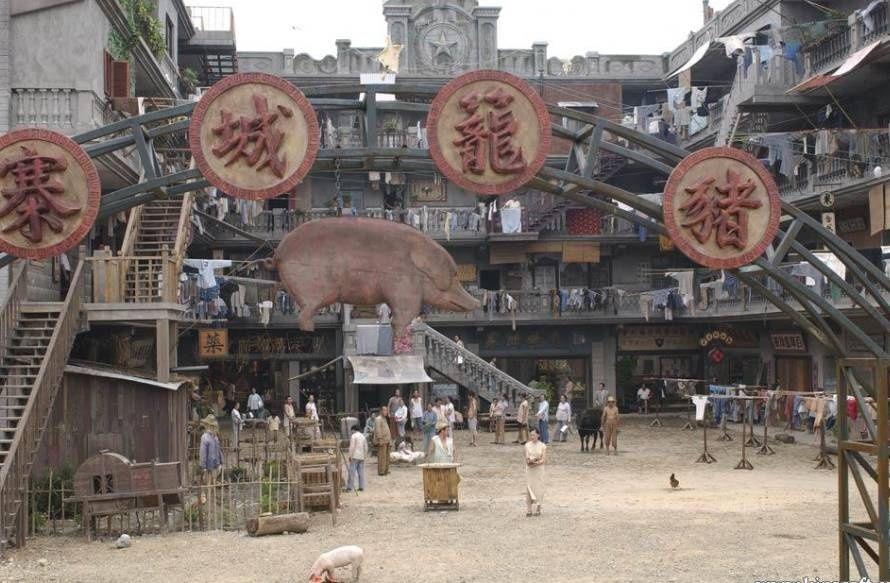 曾志伟坦言,住在香港这样的房子里,等待自己的只有绝望.