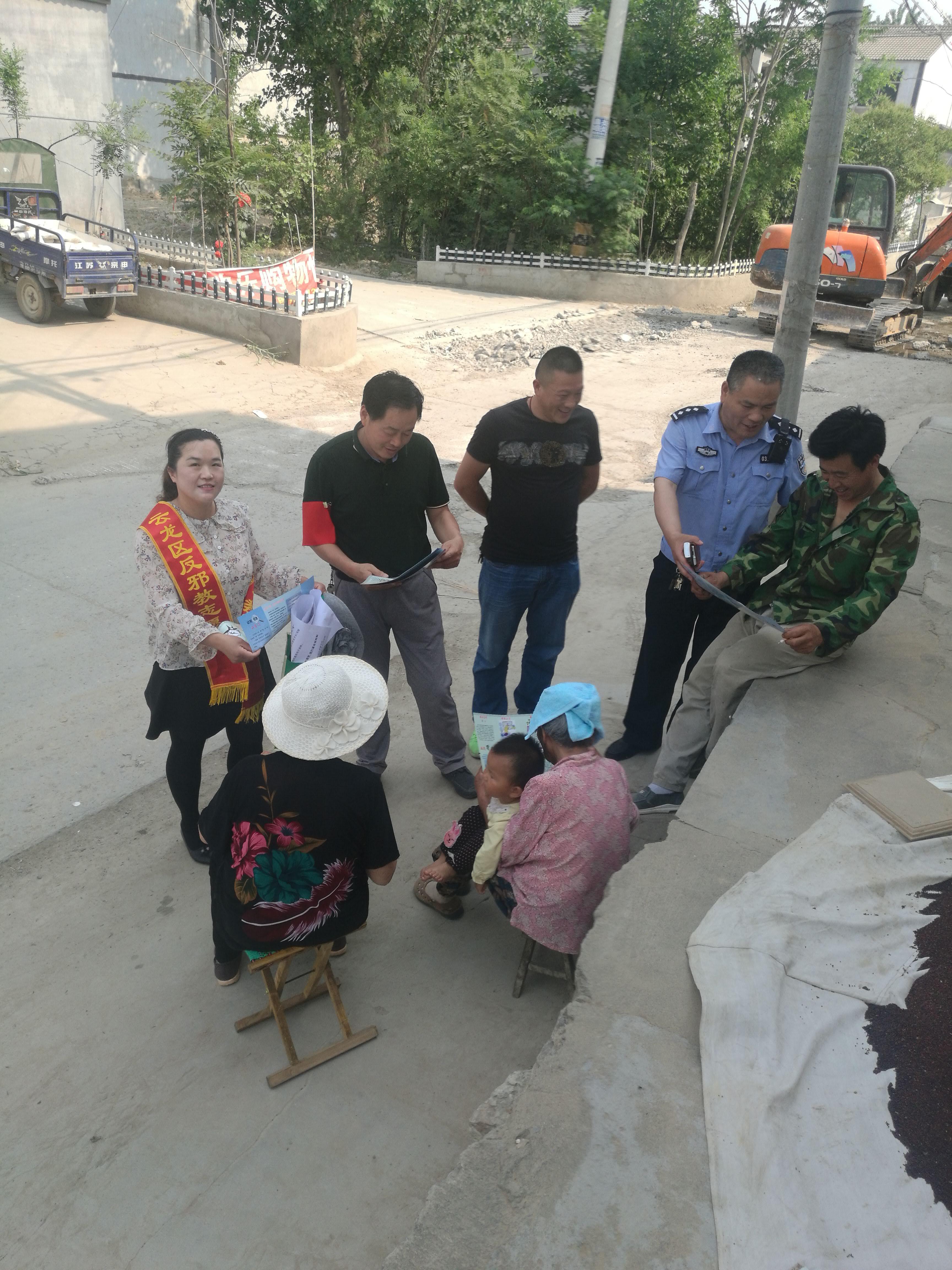 潘塘街道深入开展扫黑除恶斗争宣传活动