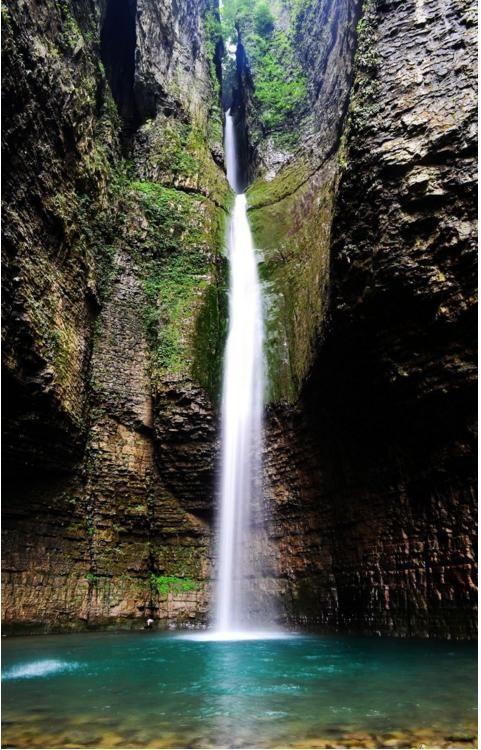 恩施鹿院坪 2,恩施鹤峰屏山峡谷 位于恩施的鹤峰县,与湖南省张家界毗