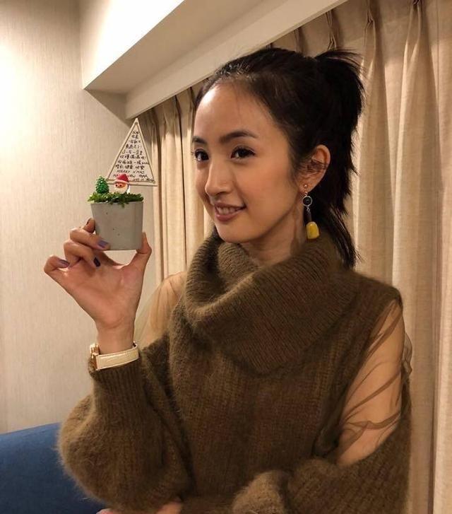 即使是傻白甜的角色在她的演绎下也变的如此可爱,袁湘琴就是她本人了.