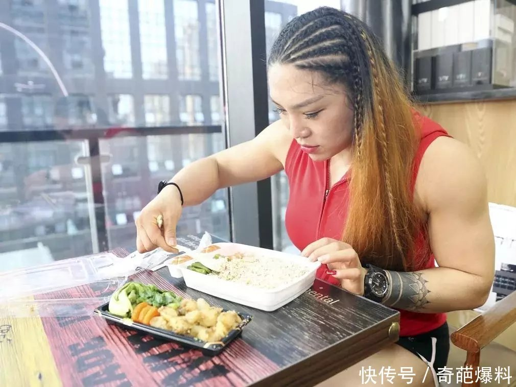 为辟谷健美v健美,杨洋每天要吃6顿无盐无油的刷脂餐.免费备战日记图片
