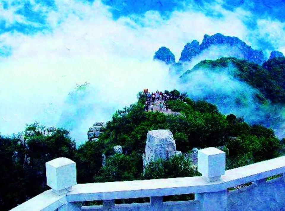 """狼牙山:旧名为狼山,位于河北省易县西部,狼牙山风景秀丽,号称有""""五坨"""
