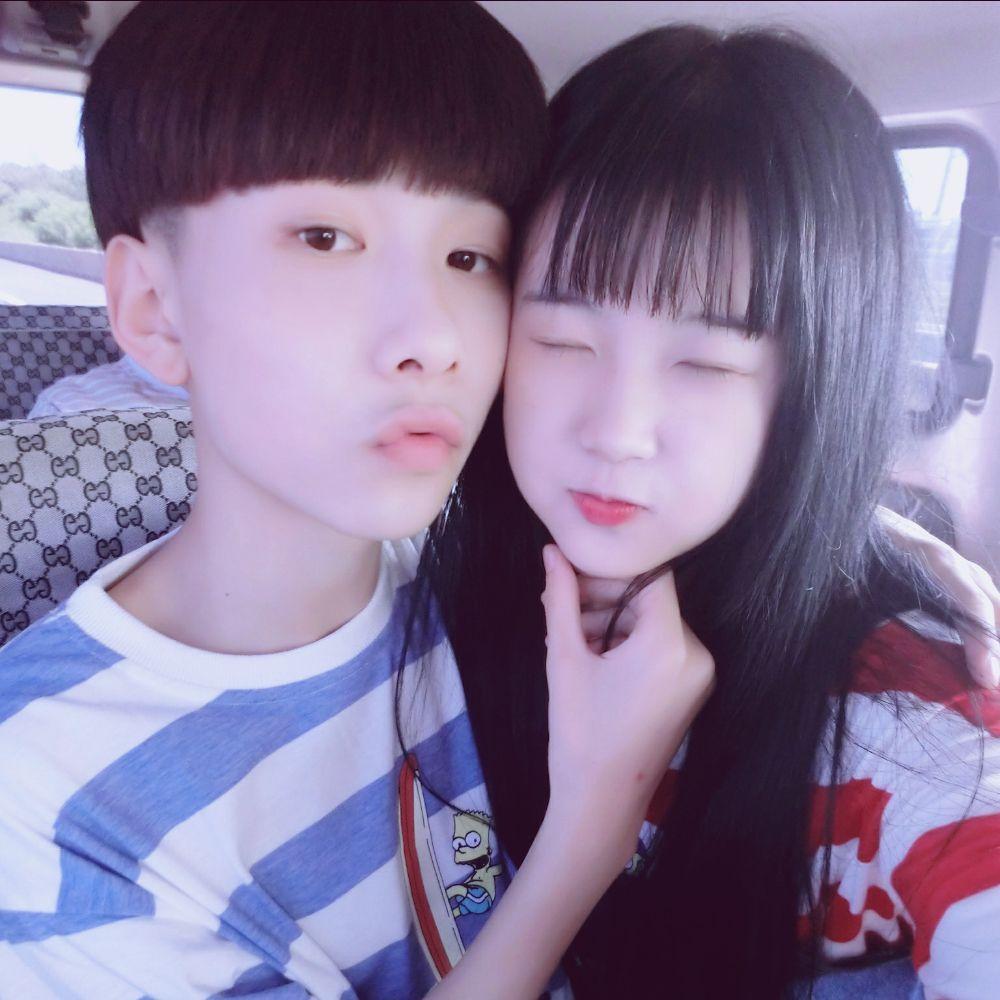王乐乐之前在快手平台直播,杨清柠是他的女友,在直播中两人经常大秀